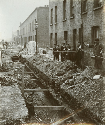 King George V Docks Construction: 1913