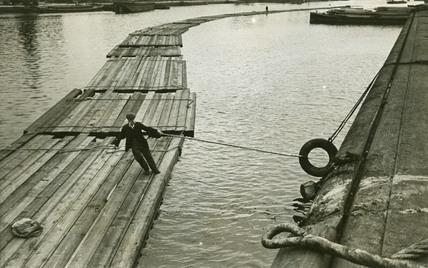 Floating timber, Surrey Docks: c.1939