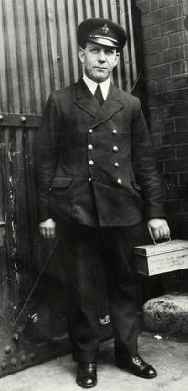 Rat searcher, West India Dock: 1930