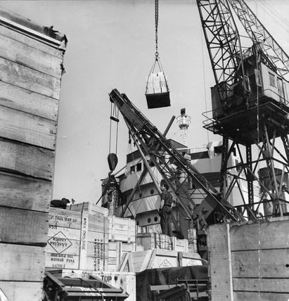Cranes Loading exports, Royal Docks: 1955