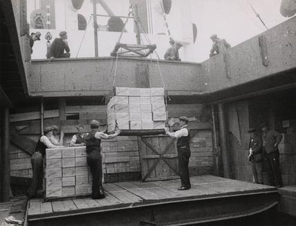 Handling cargo Royal Victoria Dock: 1935