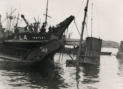 Raising a wrecked paddle steamer: 1941