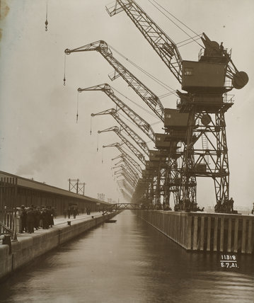 Cranes, King George V Docks: 1921