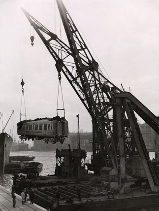 Floating cranes in action: 1947