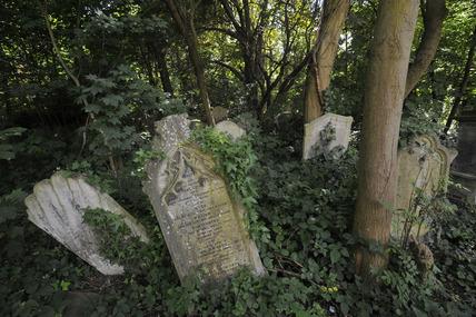 Grave stones, Nunhead Cemetry; 2009