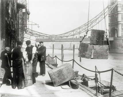 Dockers at work on Butlers Wharf; C1910
