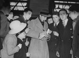 Fred Perry signing autographs at Victoria Station