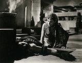 Vivien Leigh as Cleopatra; Flora Robson as Ftatateeta in 'Caesar and Cleopatra'