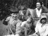 Christopher Strachey; Pippa Strachey; (Joan) Pernel Strachey; and 2 other children