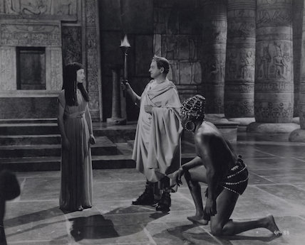 Vivien Leigh as Cleopatra, Claude Rains as Julius Caesar and Robert Adams as the Nubian Slave in 'Caesar and Cleopatra'