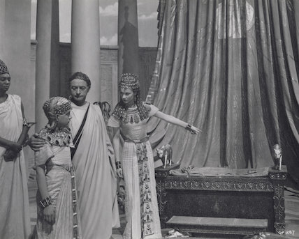 Anthony Harvey as Ptolemy; Claude Rains as Julius Caesar; Vivien Leigh as Cleopatra in 'Caesar and Cleopatra'