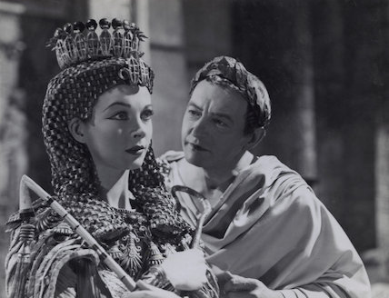 Vivien Leigh as Cleopatra and Claude Rains as Julius Caesar in 'Caesar and Cleopatra'