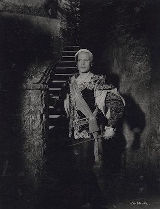 Laurence Olivier as Hamlet in 'Hamlet'