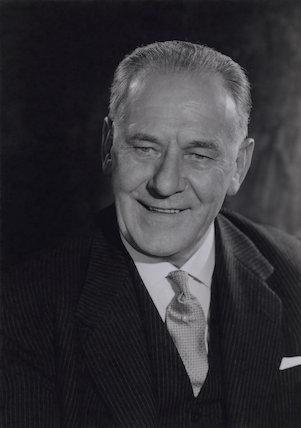 Sir (Clifford) Robertson King