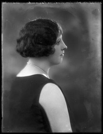 Marquise Nora Vivien de Châteaubrun (née Lynch)
