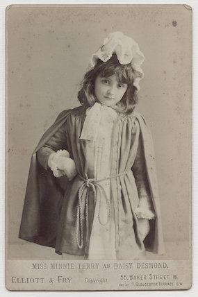 Minnie Terry as Daisy Desmond