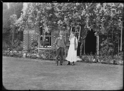 Evelyn May Pickford; William Pickford