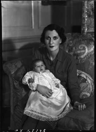 Priscilla Crystal Frances Blundell Coriat (née Weigall, formerly Viscountess Curzon) with her daughter