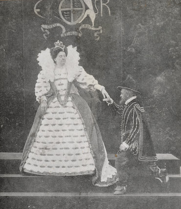 Mrs H. Batchelor as Queen Elizabeth I and an unknown man as Thomas Radcliffe, 3rd Earl of Sussex at the Warwick Pageant