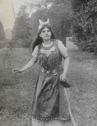 Unknown woman as Myfanwy at the Warwick Pageant