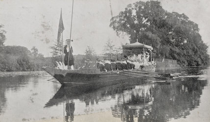 Mrs H. Batchelor as Queen Elizabeth I in Her State Barge and others at the Warwick Pageant