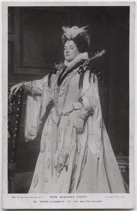 Winifred Emery as Queen Elizabeth in 'Sir Walter Ralegh'