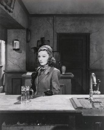 Elisabeth Bergner as Marianne Jannetier in 'Paris Calling'