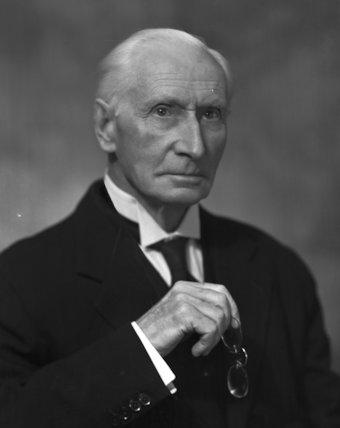 Sir Kenneth Raydon Swan