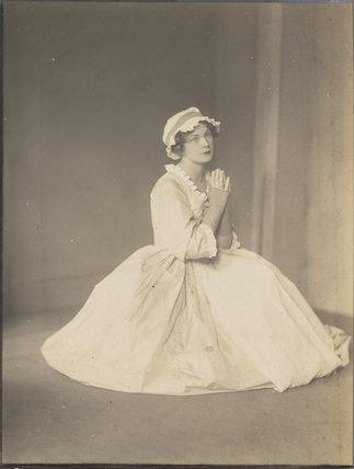 Victoria Alexandrina Hopper as Polly Peachum in 'The Beggar's Opera'
