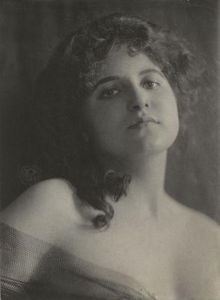 Gloria Warren