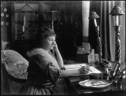 Annie Elizabeth (née Crothers), Lady Illingworth