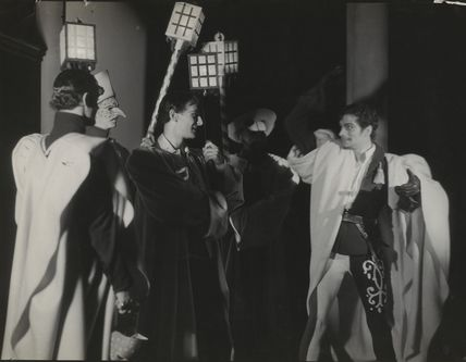 John Gielgud as Romeo and Laurence Olivier as Mercutio in 'Romeo and Juliet'