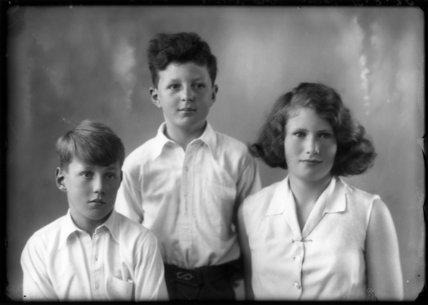Hon. Vicary Paul Gibbs; Anthony Durant Gibbs, 5th Baron Aldenham; (Mary) Theresa Hyde (née Villiers), Lady Wilkinson