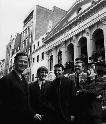 Brian Epstein with The Fourmost (Brian O'Hara; Mike Millward; Dave Lovelady; Billy Hatton)