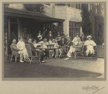 Group including Sir Charles Blake Cochran, Raymond Hitchcock, Lallie Charles (née Charlotte Elizabeth Martin) and Herbert Carr