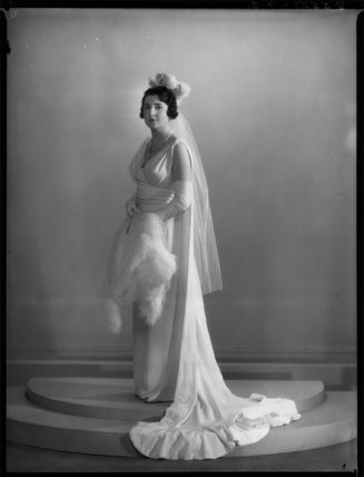 Enid Nancy Thomasine (née Loebl), Countess du Val de Beaulieu