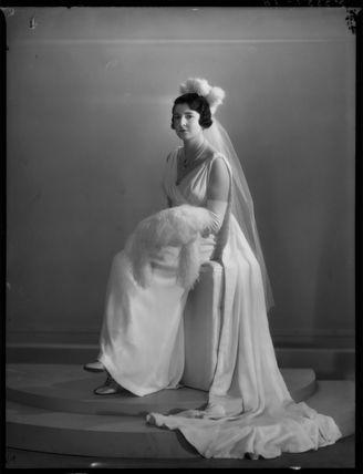 Enid Nancy Thomasine (née Loebl), Countess du Val de Beaulieu