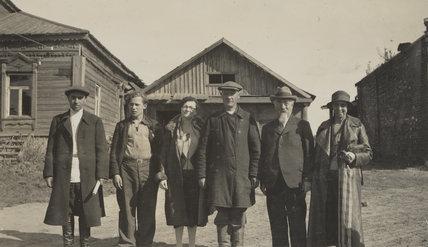 Sidney James Webb, Baron Passfield; Barbara Drake (née Meinertzhagen) with others