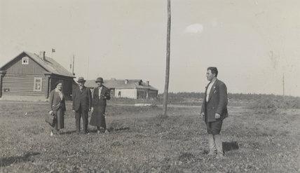 Sidney James Webb, Baron Passfield; Barbara Drake (née Meinertzhagen) with two others