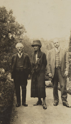 Sidney James Webb, Baron Passfield; Beatrice Webb and an unknown man