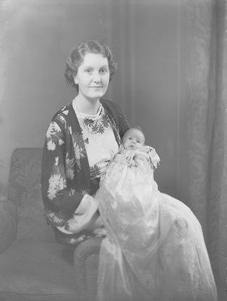 Gwendolen Jane (née Armstrong-Jones), Lady Buckley with her daughter Jane