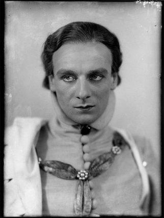 John Gielgud as Richard II in 'Richard of Bordeaux'