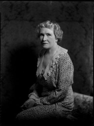 Violet Ellen Jessie (née Lewis), Lady Argyle