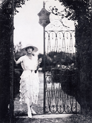 Sybil, Marchioness of Cholmondeley in her dress by Vionnet, photo Cecil Beaton