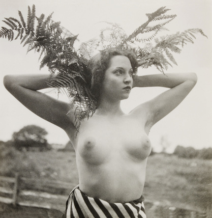 Female nude, photo Curtis Moffat