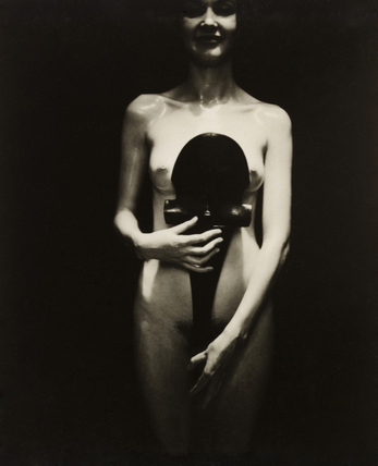 Female nude, photo Curtis Moffat