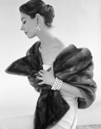Evening dress with fur stole