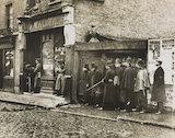 Winston Churchill directs the Sidney Street siege, 1911