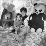 Beatle John Lennon and his son Julian, 11 February 1968.