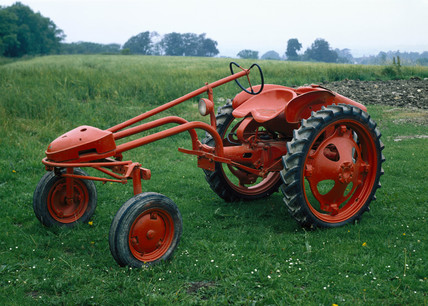 Allis-Chalmers model G tractor, 1948-1955.